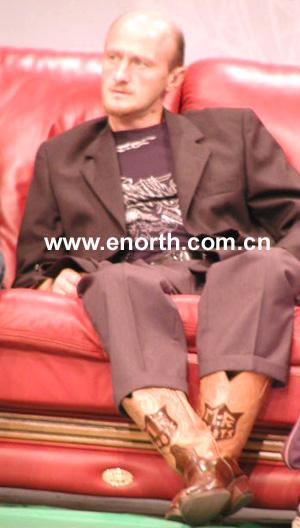 明星 访谈/体能教练范东尼的靴子可是抢足了镜头