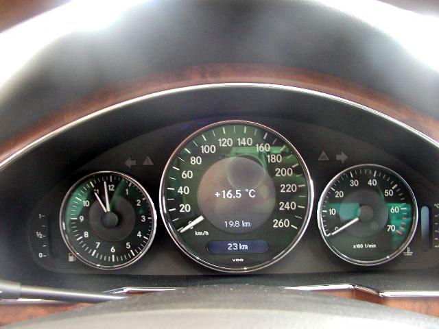 奔驰最新款cls350轿跑车 仪表盘
