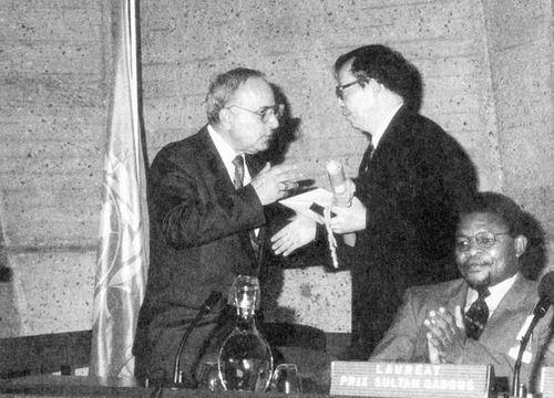 """王选/1985年5月6日,原国家经委在新华社主持召开""""华光型计算机——..."""