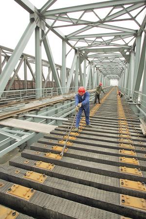 南疆大桥主体完工