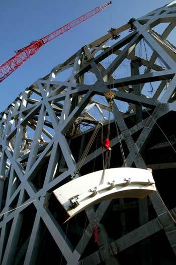 """""""鸟巢""""钢结构吊装工作全部完成(图)"""