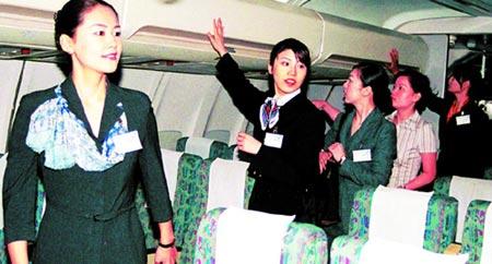 首批25名日本籍空姐正式爲国航航线服务图片