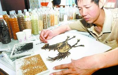 农民用五谷杂粮作画 图