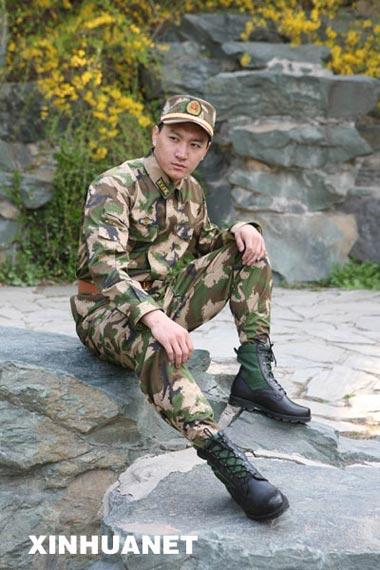 武警部队2007年八一将换着武警07式服装 组图图片