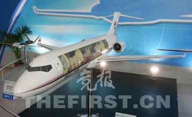 首架支线飞机arj21模型也出现在昨天的展览会上