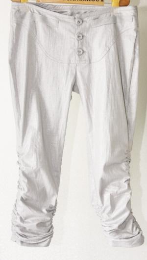 风衣配什么裤子好看女_短袖风衣什么时候穿