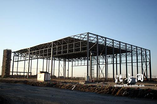 大部件库钢结构吊装完工