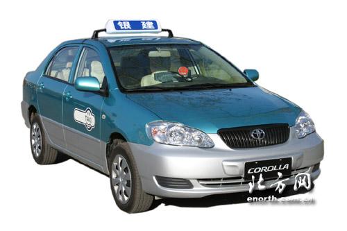 天津 出租车换车首日 雨雪难挡的哥热情