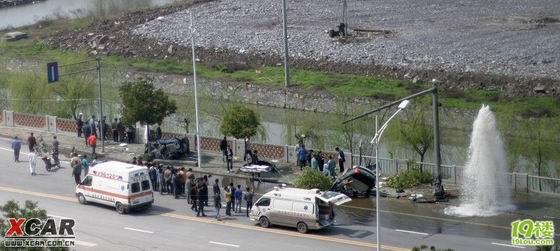 杭州重大车祸 别克林荫大道断两截 2人死亡高清图片