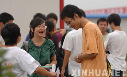 考生作文多数写地震 很多人哭着写完-高考
