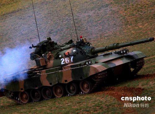 解放军新型主战坦克亮相-砺兵 2008进行红蓝联合演练 新型主战坦克亮