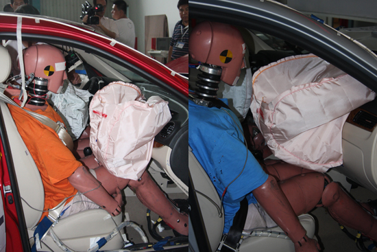 朗逸/副驾驶员试验假人的情况(左为朗逸,右为新宝来)