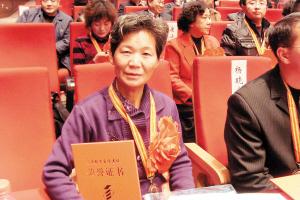 全国十佳自考生王振敏 辍学30年半百圆了大学