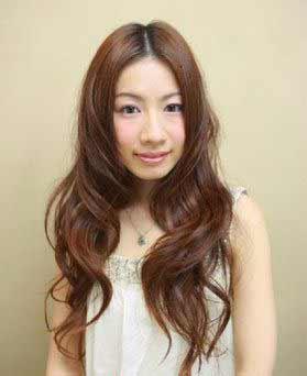 长头发更能将人的脸型拉长.图片