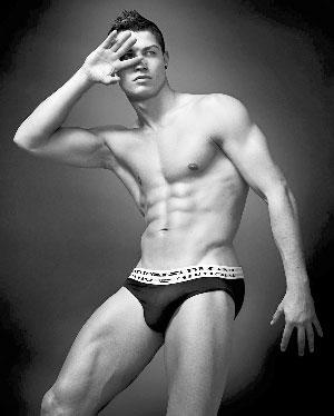 美臀 c罗/C罗:清晰的六块腹肌