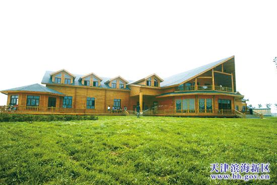 面积最大的单体木屋——东疆湾沙滩木结构综合配套用房开始进行灯具