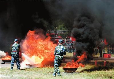 北大2700名学生大规模军训实战演练消防疏散