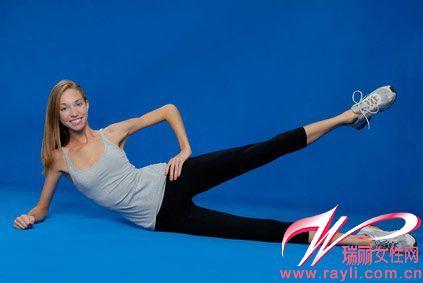 正文高抬腿是一项起来很难做塑身却很容易的一项有氧运动,起初看似体育方法图片