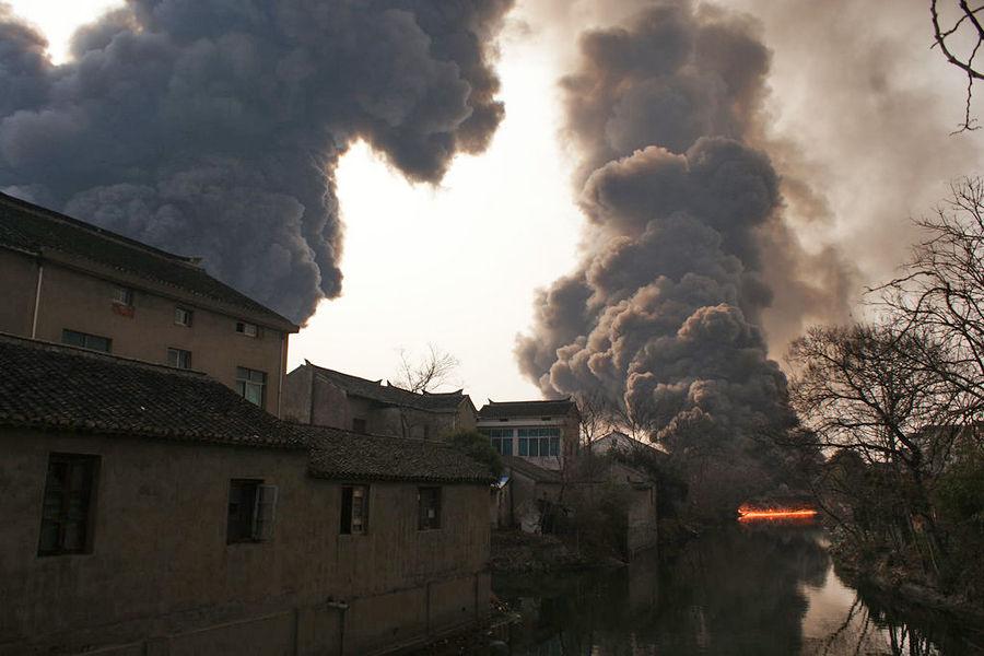 无锡一化工厂起火爆炸:蘑菇云升空(组图) - Alisandaman - Alisandaman