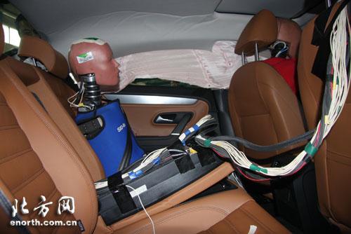 一汽大众CC完成C NCAP移动壁障侧面碰撞 图高清图片