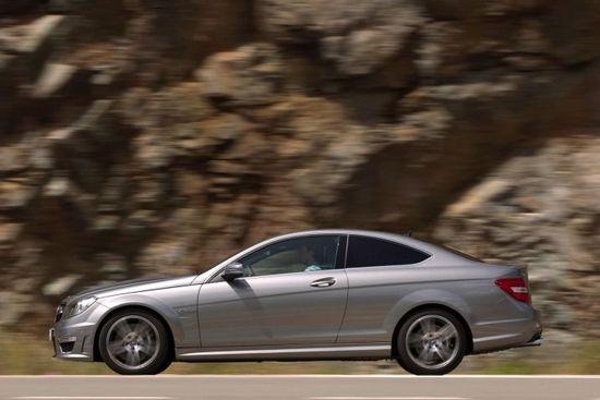 撼动m3地位 试驾2012款奔驰c63 amg轿跑车高清图片
