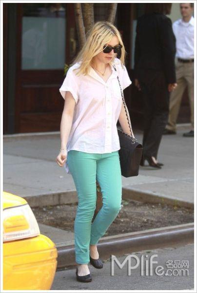 搭配/白色衬衫搭配绿色裤子