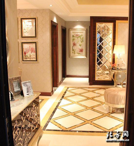 6米.大开间和落地窗的设计大大的提高了客厅的采光.