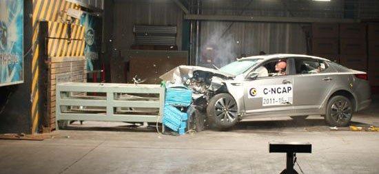 起亚K5碰撞解析 侧碰试验车门后端自动张开高清图片