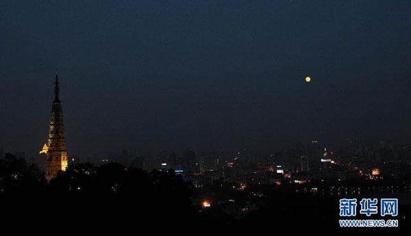 天文专家:今年中秋节的月亮十五最圆(组图)