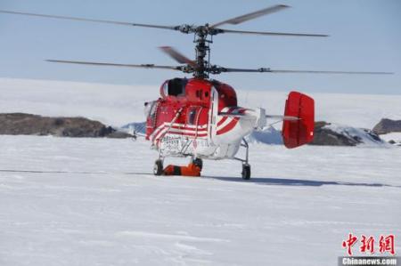 """""""雪鹰""""号直升机在南极失事两名机组人员脱险"""