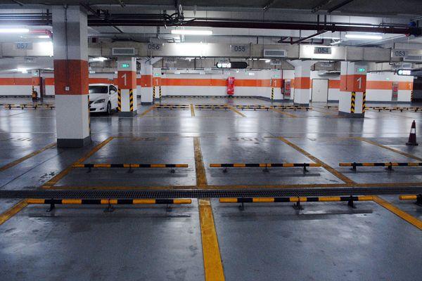 由于赶到广州塔地下停车场的时间已经是傍晚六点多,白天客流高峰