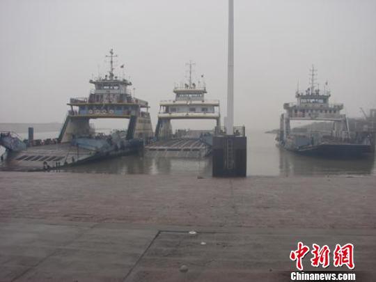 长江下游轮渡碰撞事故确认1人死亡1人失踪(图)