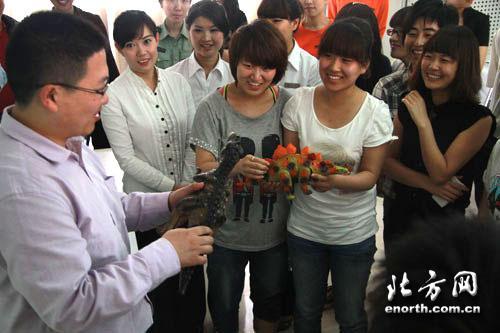 天津/天津自然博物馆优秀讲解员耿瑞宣讲风格活泼,深受师生喜爱