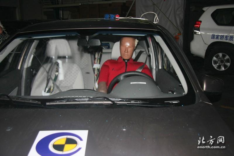 宝骏630碰撞试验高清图片