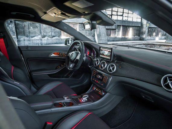 奔驰将在月底开幕的纽约国际车展发布cla45 amg小型高性能四