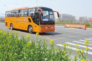 生态城开通首条公交 发车间隔为每15分钟一班车 高清图片