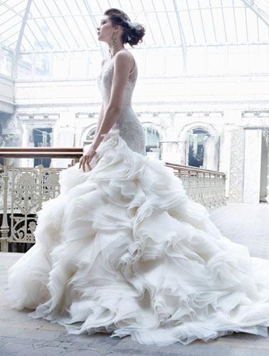 挑婚纱选好面料很重要【西安爱诺国际婚纱摄影】