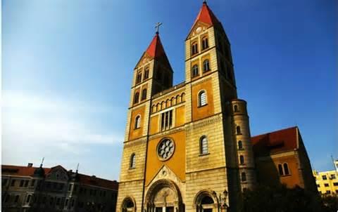 青岛肥城路天主教堂; 【我的赤足旅行】青岛的老街和老建筑