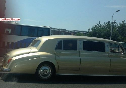 青岛索尔汽车公司经常打造各种山寨味道浓厚的复古车,或许高清图片