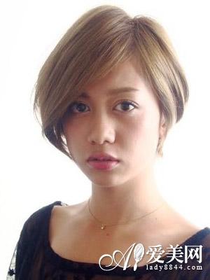 这款女生碎发短发造型,清爽不失青春气息.图片