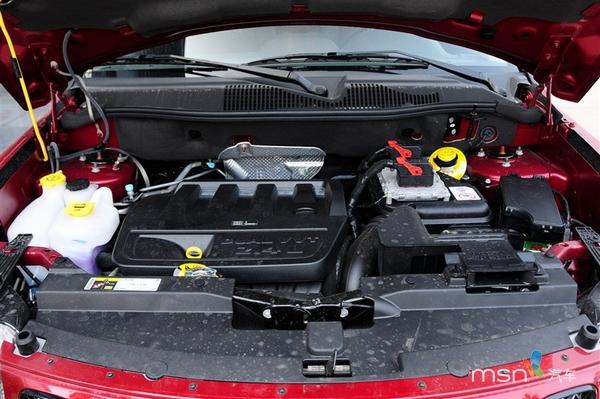 2014款jeep指南者依旧延续了现款车型的外观造型,只是在前高清图片