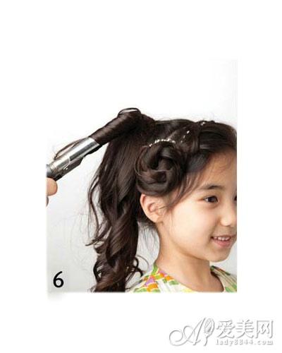 简单的儿童发型绑扎方法 显俏皮可爱