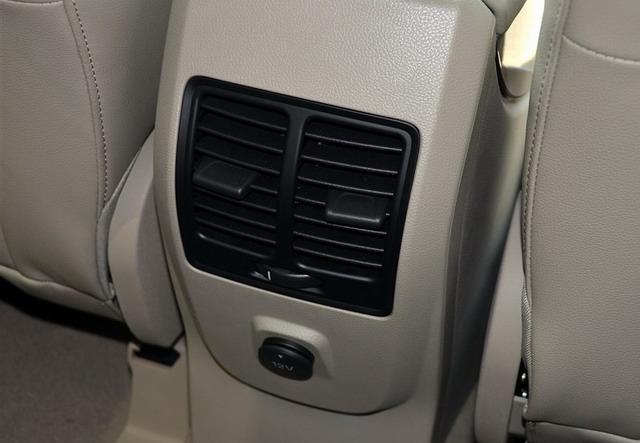 翼虎配备后排空调出风口-丰田RAV4对比福特翼虎 热销SUV新势力对决高清图片