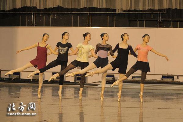 芭蕾舞剧《睡美人》6月舞动津门 演员紧张联排中