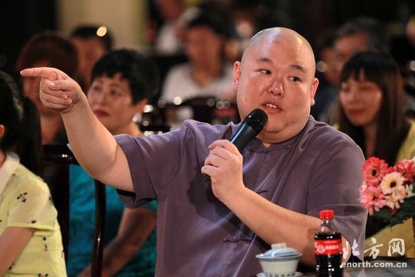王�h波:剧场相声和电视相声互为补充 并不对立