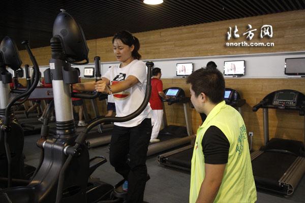 你的身体你做主 体育俱乐部带网友学会健身减肥