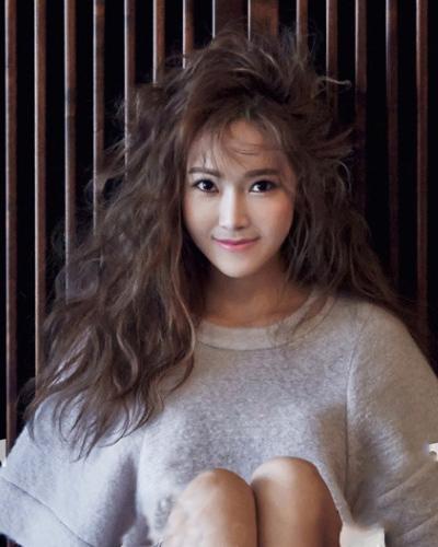 少女时代郑秀妍大片 蛋卷头编发显时尚图片