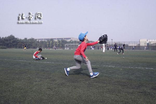你就是下一个棒球英豪 体育俱乐部网友体验棒球
