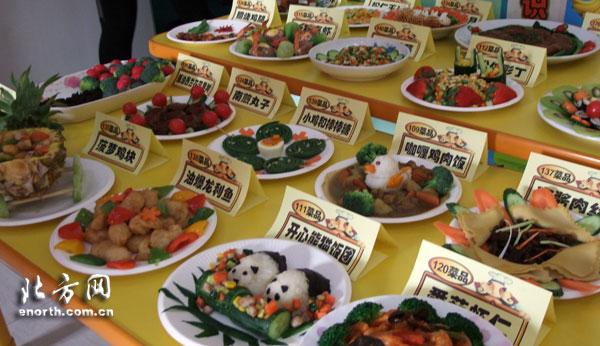 """分享绿色美食 幼儿园举办""""亲子同乐""""美食节"""