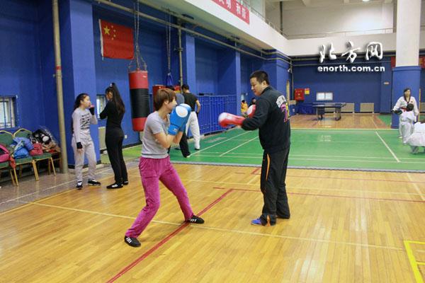 拳击并非伤人技 体育俱乐部带你感悟勇敢者运动